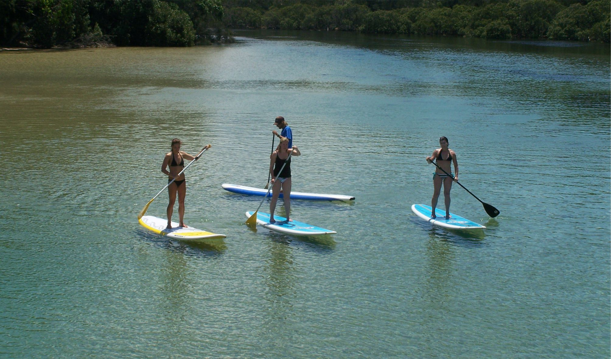 learn to stand up paddle on your school excursion